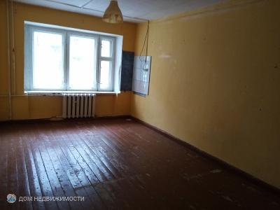 Комната в 6-комн. кв., 16 м2, 1/4 эт.